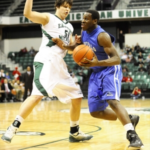 Buffalo Bulls forward Javon McCrea