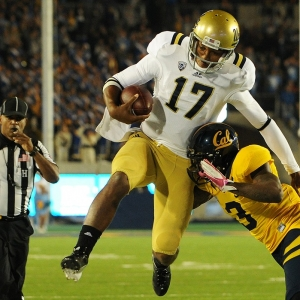 UCLA Bruins quarterback #17 Brett Hundley