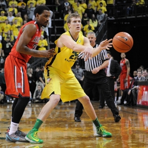Oregon Ducks forward E.J. Sinlger