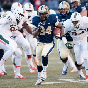 Pittsburgh Panthers running back Isaac Bennett