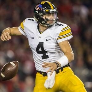 Minnesota Vs Iowa Predictions Picks Odds 11 16 2019