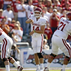 Sam Bradford (14) of the Oklahoma Sooners