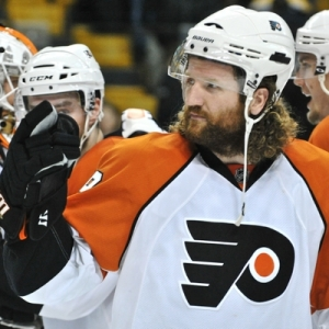 Flyers Left wing Scott Hartnell