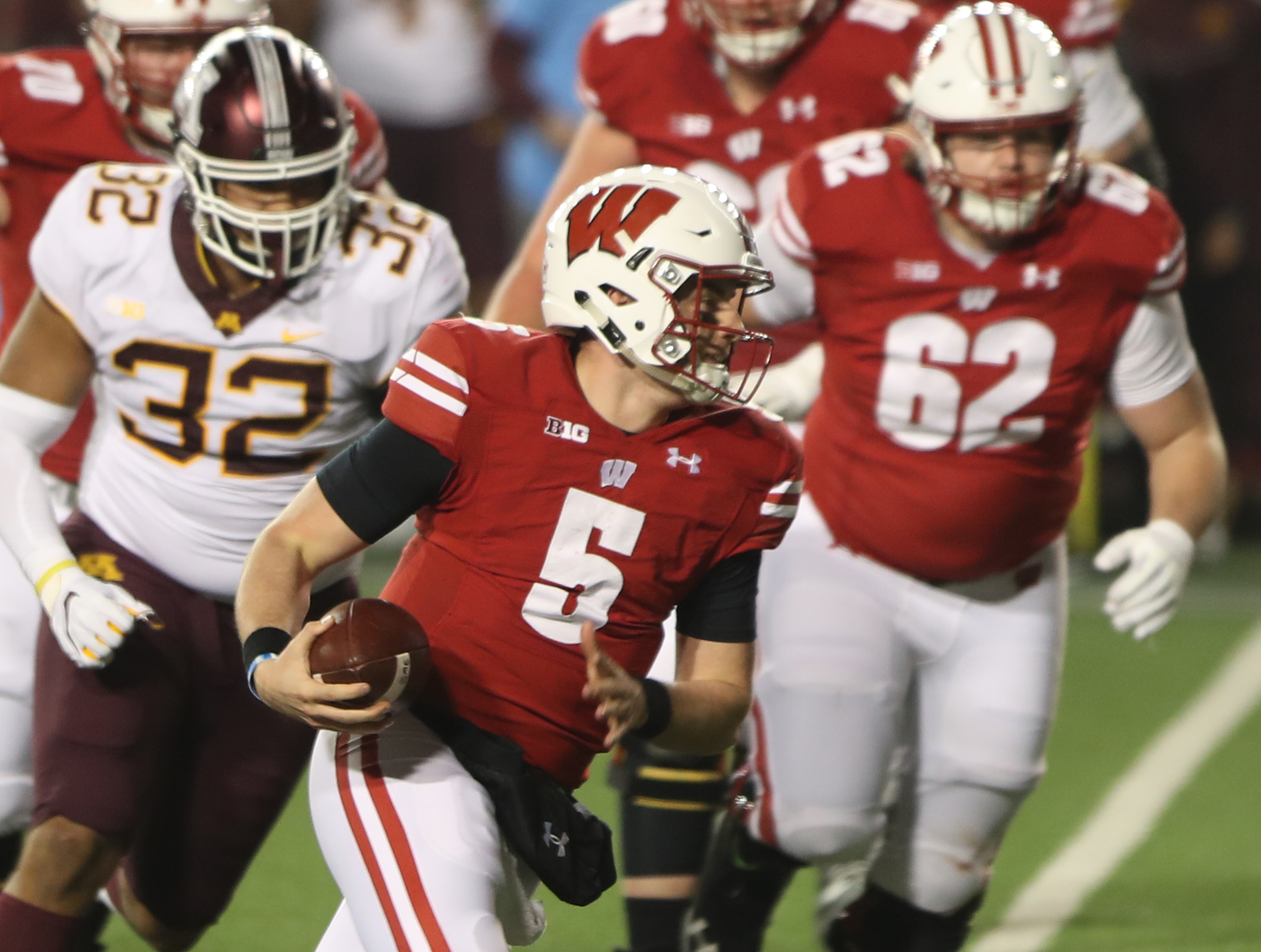 Wisconsin Badgers Football Preview 2021:  Season Win Total Picks, Odds and Predictions